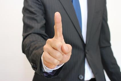 指差しでワンポイントをするビジネスマン businessman pointing and giving an advice